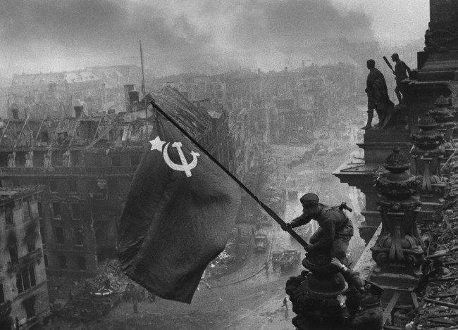 Как составить предложения с существительным среднего рода «знамя»?