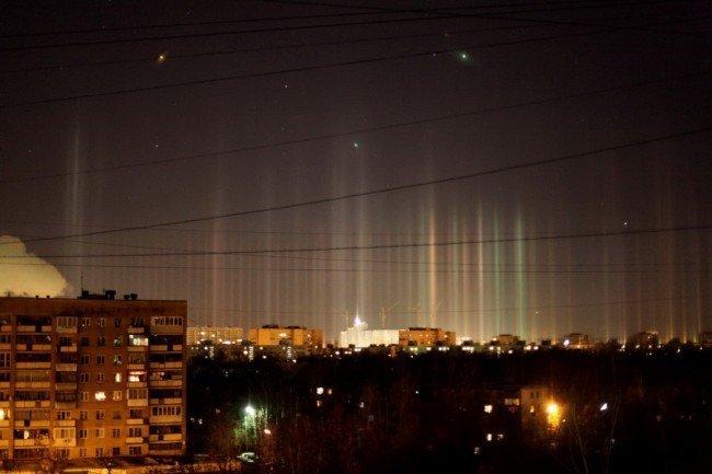 Удивительное явление е природы - световые столбы.