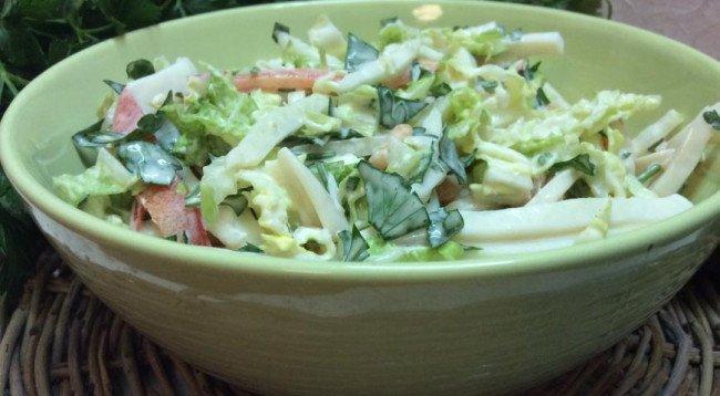 Постный салат из морепродуктов.