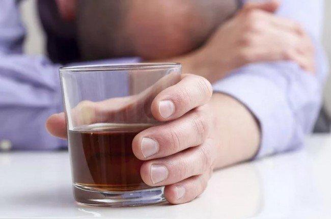 Как вылечить алкогольное отравление в домашних условиях
