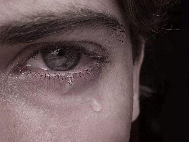 я хоть и мужчина, а все равно плачу