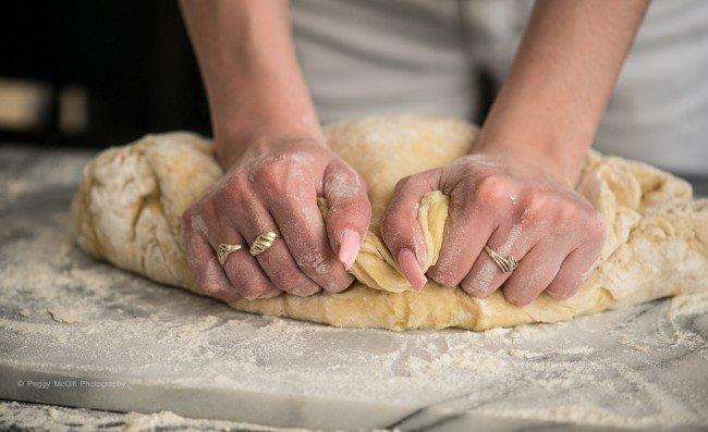 Делаем тесто для пирожков
