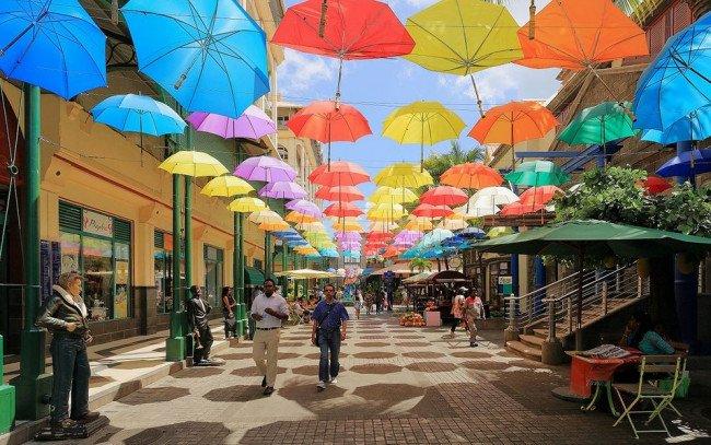 Улица зонтов.