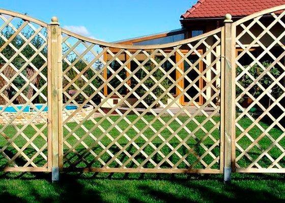 Деревянный забор - сетка - отличное решение