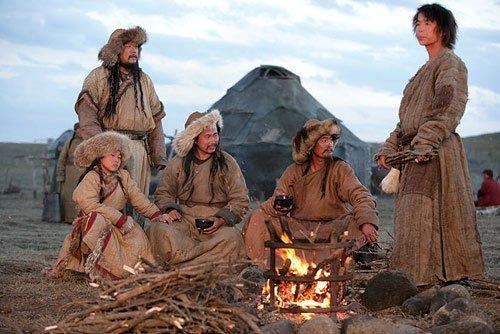 Монголы у костра.